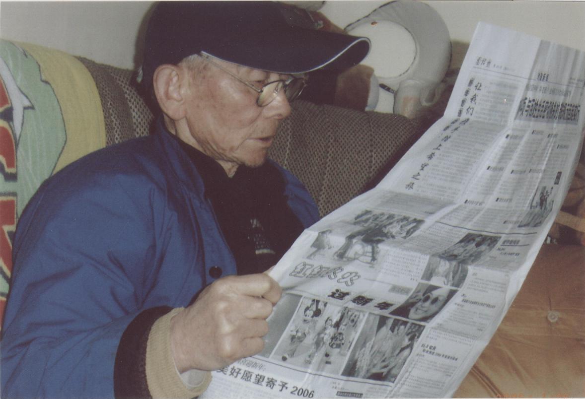 读团结报的老人